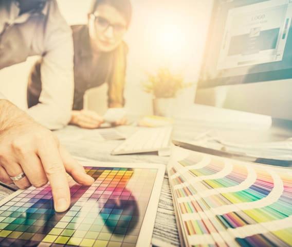 El color y las marcas: claves, usos y herramientas útiles como la carta Pantone o RAL