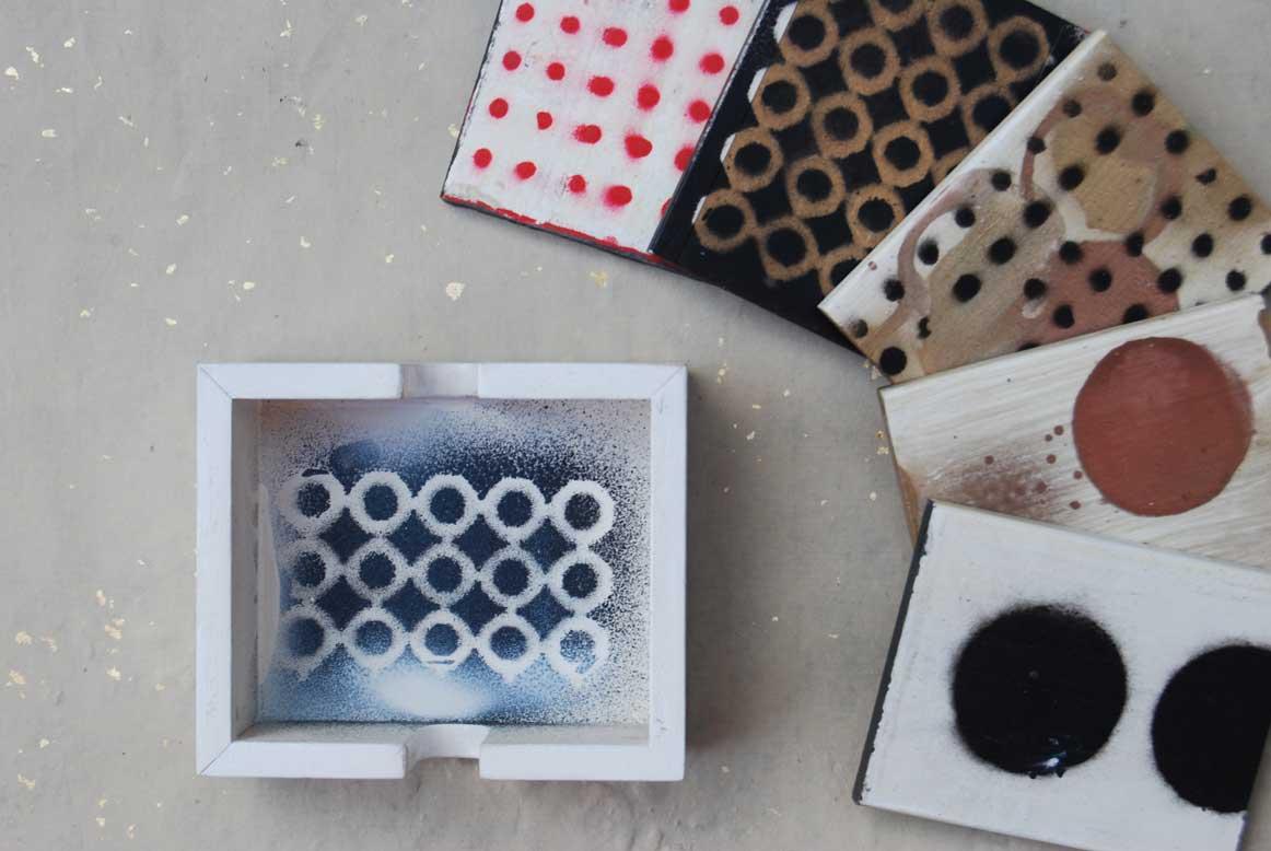 Caja-de-madera-con-5-posavasos-pintados-a-mano.-11x9